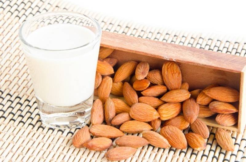 Almond Milk 