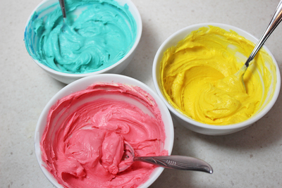 rainbow icing swirls, rainbow frosting swirls, rainbow frosting, cupcake decorating, cake decorating